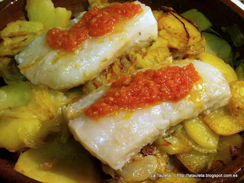 Bacalao con patatas cebollas y tomate la tauleta - Patatas en caldo con bacalao ...