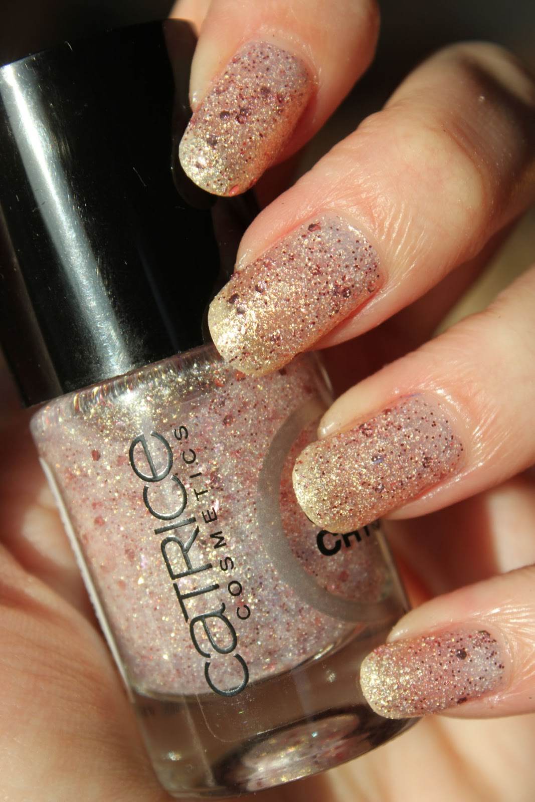 http://lacquediction.blogspot.de/2014/01/catrice-crushed-crystals-04-oyster.html