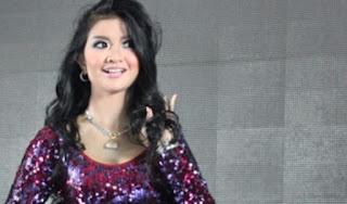 Gina Youbi (sebagai Nyi Blorong)