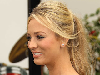Amazing wallpapers of Kaley Cuoco