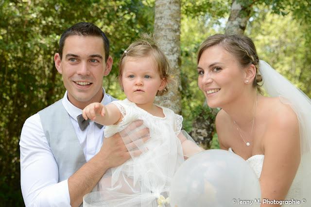 photo famille mariés avec petite fille