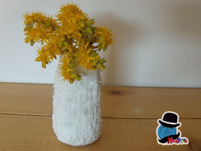 vasetto con pasta modellabile al bicarbonato
