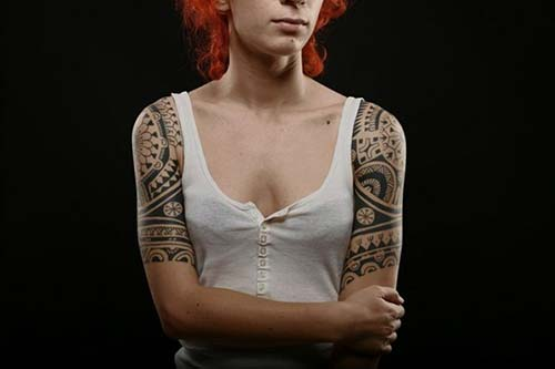 kadın üst kol maori dövmesi woman upper arm maori tattoo