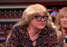 René van der Gijp verkleed als vrouw