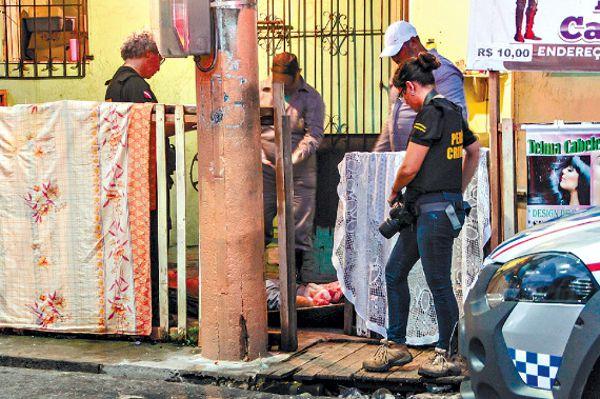 CABELEIREIRO LEVA 6 TIROS DENTRO DO PRÓPRIO SALÃO DE BELEZA – VEJA..