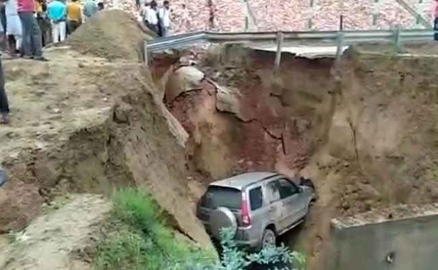 आगरा-लखनऊ एक्सप्रेसवे पर मिट्टी धंसने से अचानक खाई में गिर गई कार