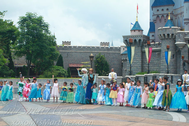 Look Who Is Holding My Daughters Hand Its Princess Anna