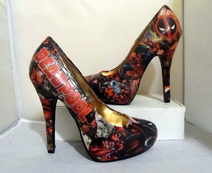 deadpool baskılı topuklu ayakkabı