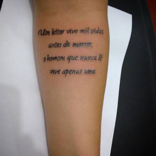 Marcados De Tinta Tattoo Piercing Frase No Braço