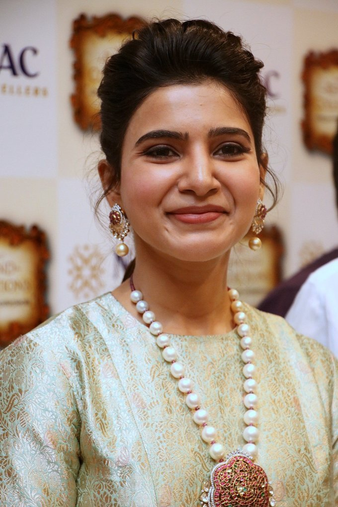 Samantha Launch Nac Jewellers Antique Exhibition