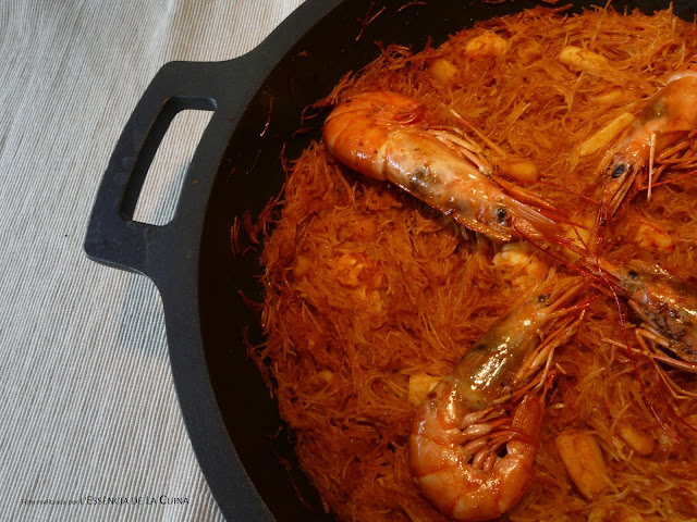 Fideua, L'essencia de la Cuina, Blog de Cuina de la Sònia, Gambes, gambas, fideos, fideus, Bra