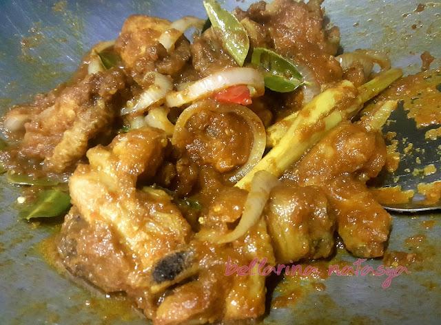 Daun Limau Purut Ayam Masak Thai