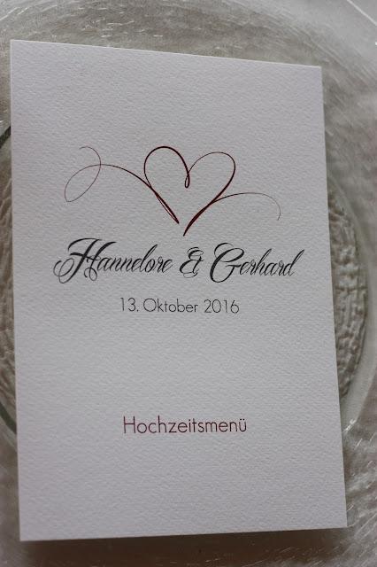 Menükarten, die Kartenmacherei Herbsthochzeit in den Bergen von Garmisch-Partenkirchen, Hochzeitslocation in Bayern, Riessersee Hotel - Bordeaux, rote Rosen, herbstlich