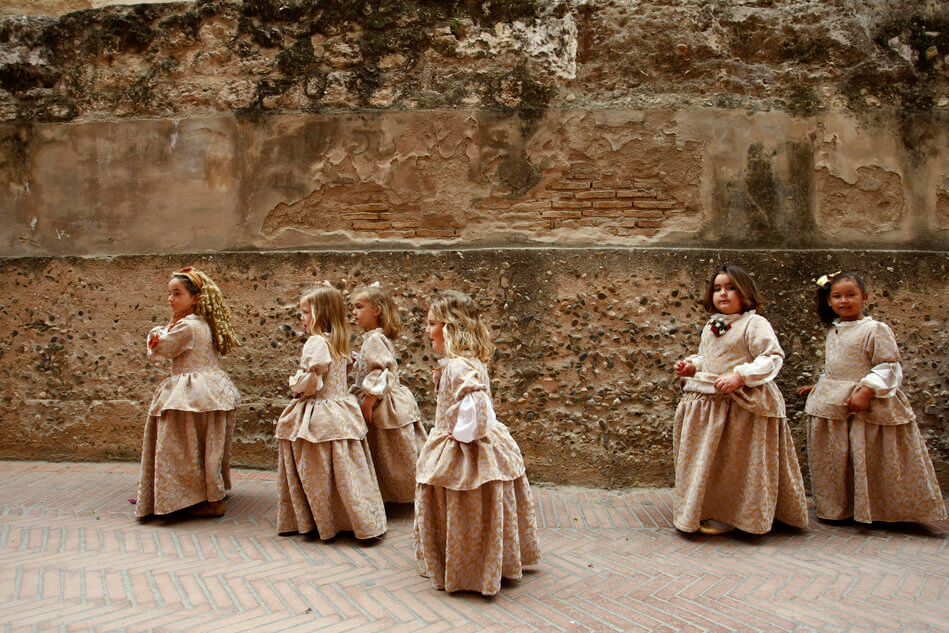 55 Stunning Photographs Of Girls Going To School In Different Countries - Spain
