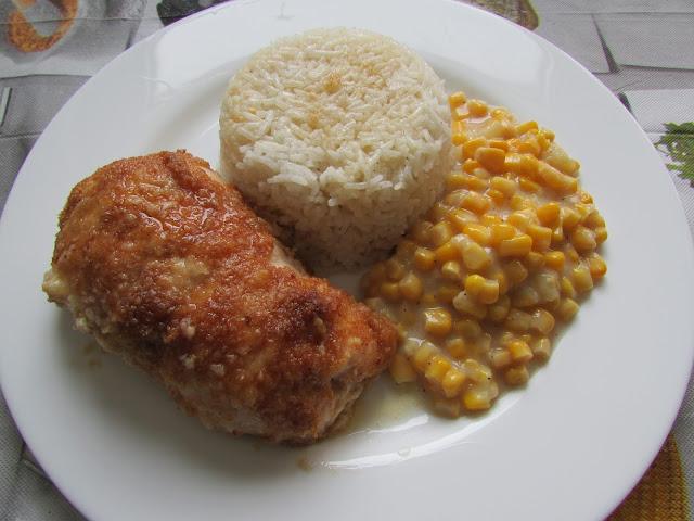 Filety z kurczaka z ryżem i kukurydzą