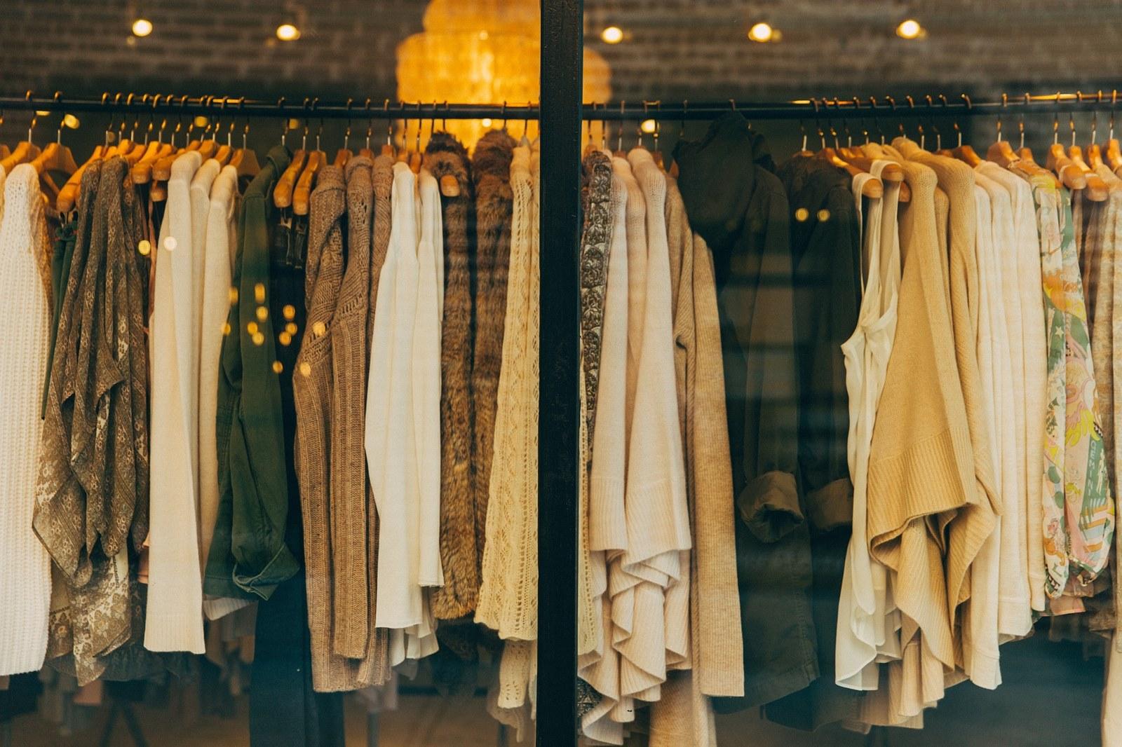 Jak wygląda praca w sieciówce odzieżowej? Plusy i minusy