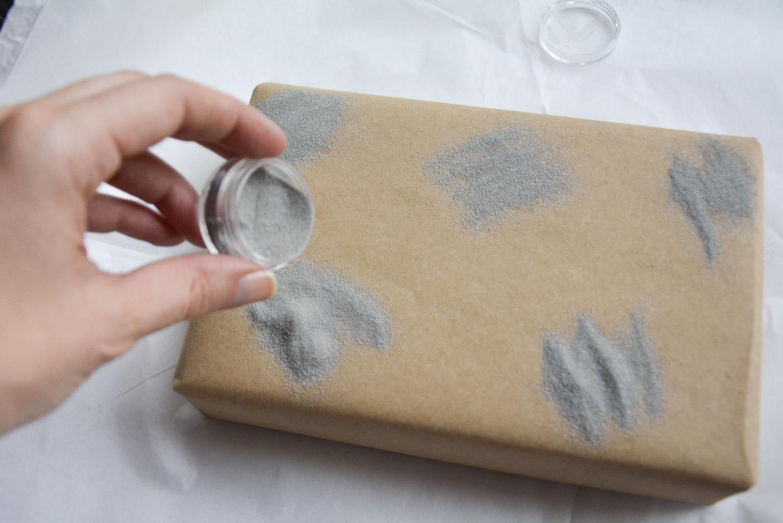 Añadir polvos de embossing