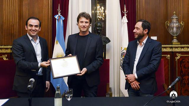 El disc-jockey Hernán Cattáneo recibió atributos de Personalidad Destacada en la Legislatura Porteña