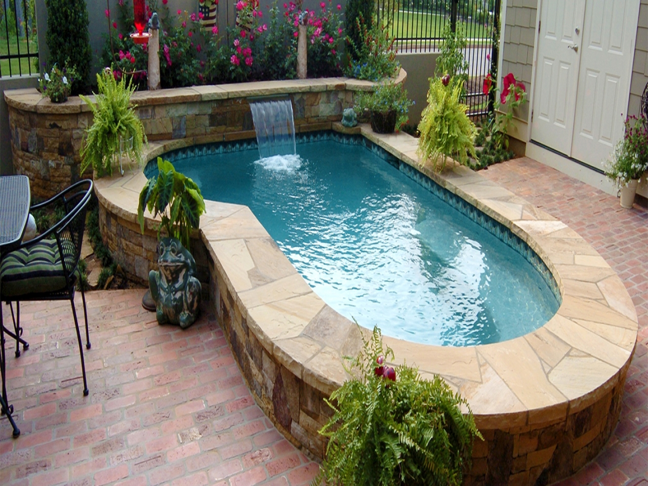 25 Best Gallery of Small Swimming Pools for Small Yards ...
