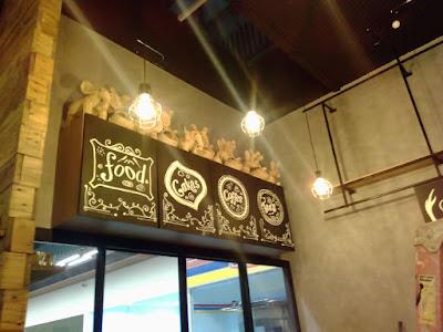 mural lukis di cafe