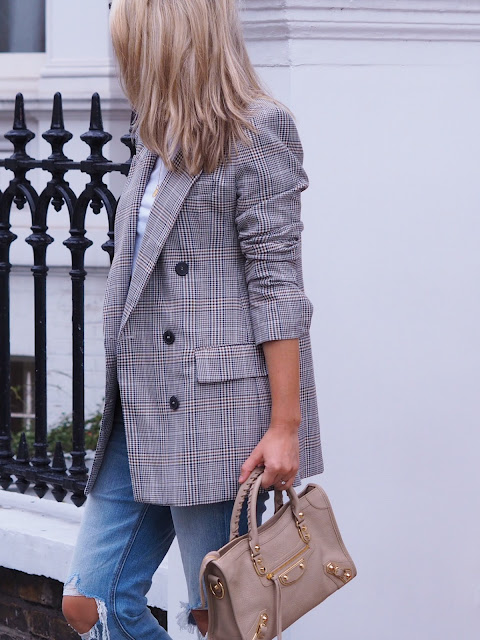 checked blazer, Zara blazer, oversized blazer, casual chic London look, balenciaga city bag,