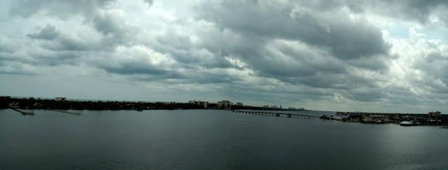 Halifax River desde el puente de la US 92 entre Seabreeze y Daytona