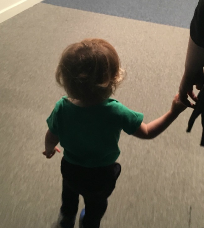 toddler-holding-mummys-hand