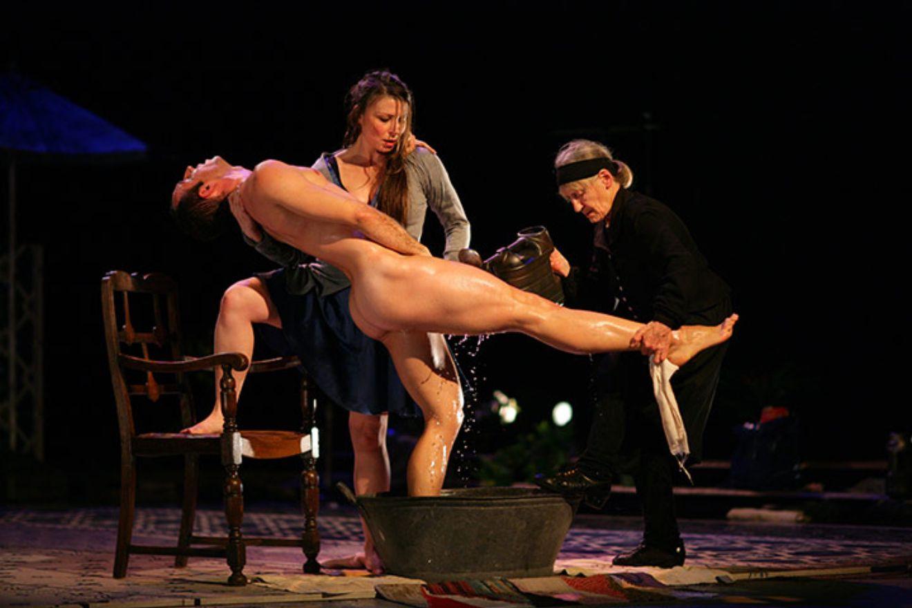 смотреть эротические сцены из театральных постановок