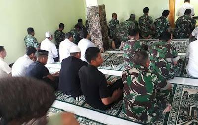 Kali Pertama di TMMD : TNI dan Warga Ibadah Jumat Bersama