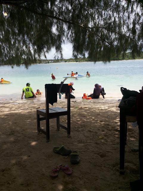 Rehat sejenak di Gili Sudak - Wisata Lombok