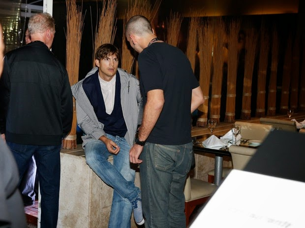 Ashton Kutcher back to the hotel after trying out
