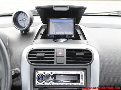 Navigasi Interior Suzuki Splash