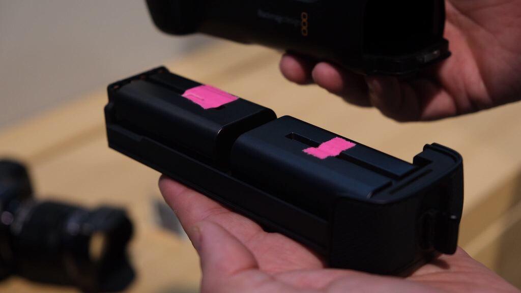 Батарейный блок для Blackmagic Pocket Cinema Camera 4K с двумя аккумуляторами