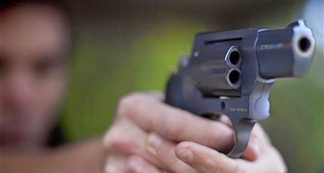 Tio mata sobrinho com tiros