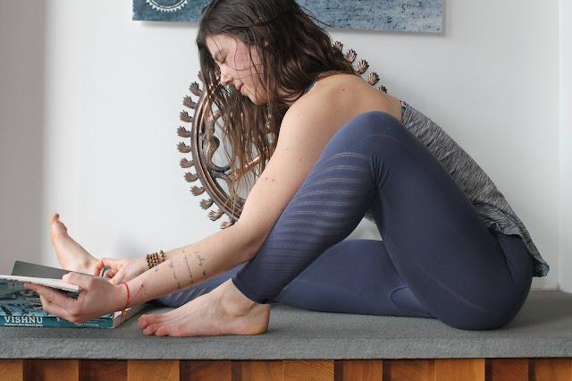 lululemon yogi-racerback enlighten-tight