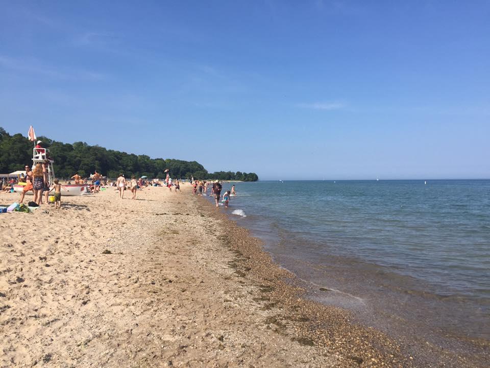 Suasana pantai di musim panas