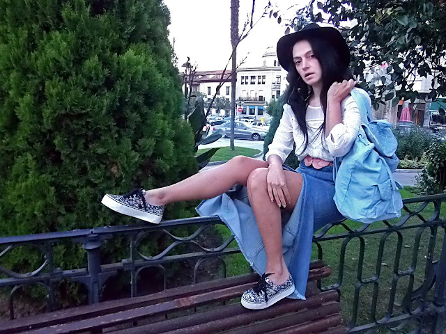 fashion, moda, look, outfit, blog, blogger, walking, penny, lane, streetstyle, style, estilo, trendy, rock, boho, chic, cool, casual, ropa, cloth, garment, inspiration, fashionblogger, art, photo, photograph, Avilés, oviedo, gijón, denim, vaquero, falda, skirt, hat, pearls, sombrero, perlas,