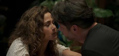 Amor de Mãe: Raul banca o príncipe, seduz Érica e mostra que tem 'pegada forte'
