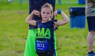 Garota de 9 anos completa corrida desenvolvida para elite da marinha
