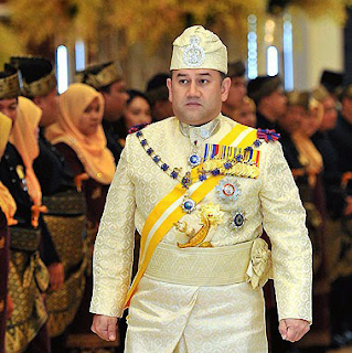 Unboxing dan Review SanDisk Ultra Micro SD Card Memory Card 32GB Sempena 11.11 Shopping Festival |Festival 11.11 yang di anjurkan oleh Lazada tempoh hari telah pun berlalu dan tahun ni merupakan jualan terbesar yang pernah di adakan oleh semua perniaga online.  Sehingga kini AM masih lagi tertanya-tanya apa yang istimewanya sehingga kebanyakkan dari perniaga seluruh dunia mengadakan jualan terbesar pada 11.11 sahaja dan bukanya setiap bulan.  11.11 Shopping Festival dan Hari Keputeraan Sultan Muhammad V  Percaya atau tidak negeri Kelantan sebenarnya menyambut hari Hari Keputeraan Sultan Kelantan iaitu Sultan Muhammad V yang jatuh pada 11.11 setiap tahun. Negeri Kelantan merupakan negeri yang akan bercuti pada 11.11 dan juga pada hari 12.11. Unboxing dan Review SanDisk Ultra Micro SD Card Memory Card 32GB Sempena 11.11 Shopping Festival  Hanya negeri Kelantan sahaja menyambut dan memberi cuti umum kepada semua angensi kerajaan dan swasta cuti selama 2 hari. Tahun 2018, merupakan Hari Keputeraan Sultan Muhammad V yang ke-49. Daulat Tuanku.  Apa Yang AM beli Semasa 11.11 Shopping Festival?  Mula-mula AM tidak merancang untuk berbelanja semasa festival 11.11 ini. Maklum sahajalah sejak beberapa bulan ini kewangan sedikit mendesak untuk menyiapkan beberapa projek yang penting.  Antaranya adalah menyiapakn bumbung rumah yang memerlukan sedikit pengubahsuaian yang memakan kos yang sedikit tinggi. Walaupun kini GST sudah tiada tetapi harga sebanyakkan barang semakin tinggi berbanding dengan semasa GST dan sebelum GST.   Kita rakyat terpaksa juga hadap dengan kenaikkan harga barangan dan kos sara hidup yang semakin menekan dan mendesak untuk golongan bawah dan sederhana. Bagi golongan atasan dan mewah semestinya kenaikkan sara hidup ini tidak memberi kesan kepada mereka. Unboxing dan Review SanDisk Ultra Micro SD Card Memory Card 32GB Sempena 11.11 Shopping Festival