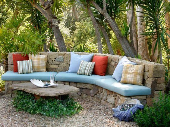Χτιστοί καναπέδες για εξωτερικούς χώρους