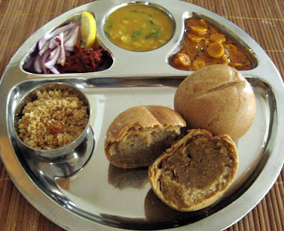 popular food of rajasthan dal bati churma