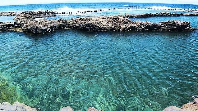 Rescatan a dos mujeres en las piscinas naturales de agaete for Piscinas de agaete