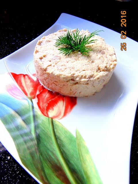 Pasta z wędzonej makreli z cebulką