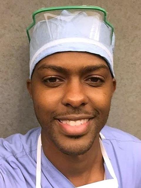 Es Cirujano del mismo Hospital donde le salvaron la vida