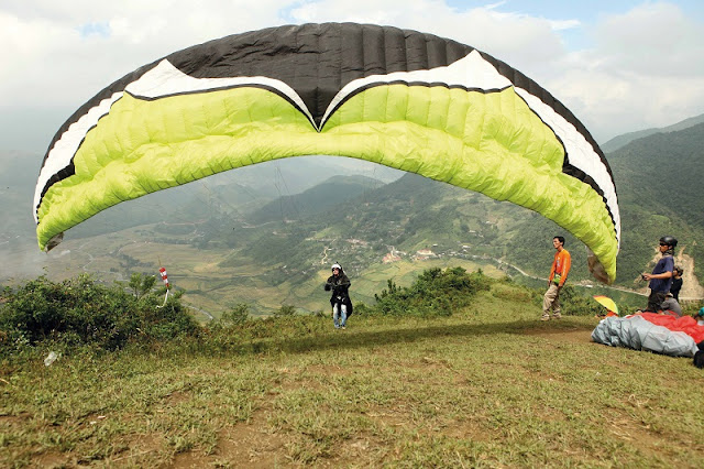 Beautiful places to play paragliding in Vietnam 1