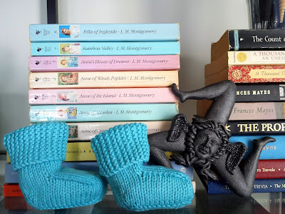 Aqua baby booties   |  Some little-soon-to-be-big news on afeathery*nest  |  http://afeatherynest.com