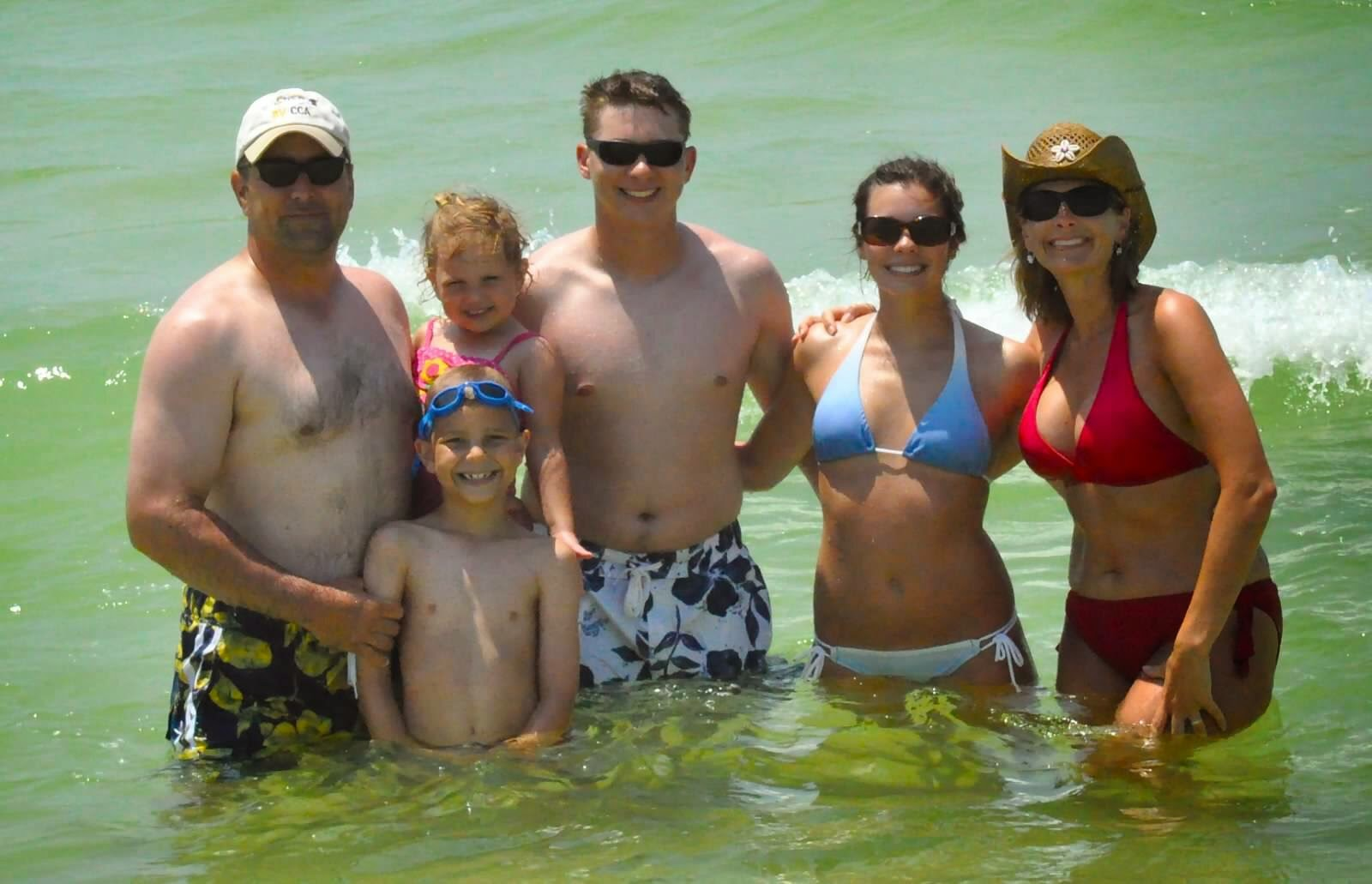 Show tell favorite family vacation the queen in for Florida pool show 2015