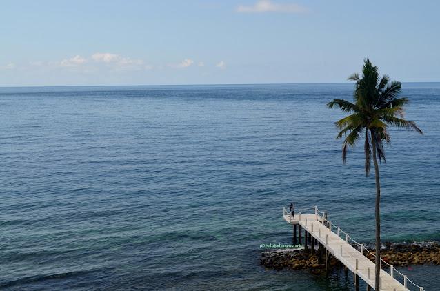 Dermaga di pantai bawah Kinaari Resort | ©jelajahsuwanto