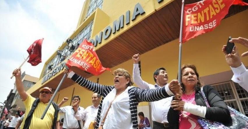 Trabajadores administrativos del Estado llevan 15 días de huelga y anuncian el arribo de delegaciones de todo el país